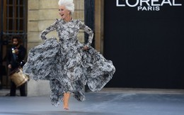 74 tuổi, nữ minh tinh Helen Mirren tung tăng nhảy múa khi diễn thời trang