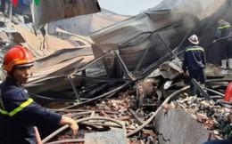 Cháy lớn thiêu rụi và làm sập 800m2 xưởng đóng gói hoa quả