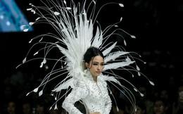Hoa hậu Trương Hồ Phương Nga tái xuất trên sàn diễn thời trang