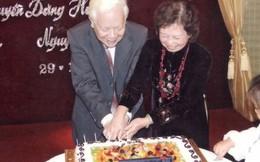 Gần 60 năm nắm chặt tay nhau
