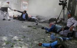 Đánh bom đẫm máu ở Afghanistan: 11 trẻ em và 10 nhà báo thiệt mạng