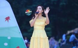 Sao Mai Khánh Ly đong đầy cảm xúc hát vì trẻ em thiệt thòi