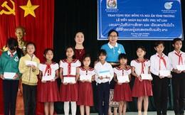 Hội LHPN Việt Nam và Lào trao 30 suất học bổng cho học sinh Kon Tum