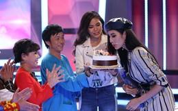 Hoàng Thùy được Hoài Linh, Việt Hương, Mâu Thủy mừng sinh nhật sớm