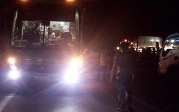 2 thiếu nữ đi xe máy tử vong sau va chạm với xe khách trong đêm