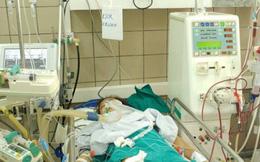 2 nữ sinh nguy kịch vì liên hoan uống rượu chứa methanol