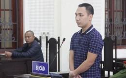 Nghẹn lòng hình ảnh người mẹ già tại phiên tòa nghe luận tội con trai