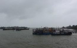 Hà Tĩnh: Lốc xoáy đúng khi bão đổ bộ khiến hàng chục nhà dân hư hỏng