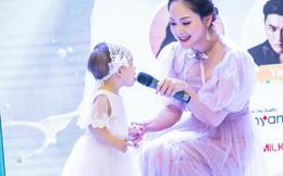 Con gái 15 tháng của Lan Phương bạo dạn xuất hiện trên sân khấu