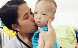 Mẹ 'nằm lì ở viện' cùng con chiến đấu với viêm phổi