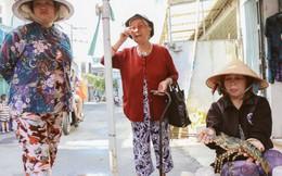 Người miền Trung vừa bán vừa khóc với tôm hùm giá rẻ ở vỉa hè Sài Gòn