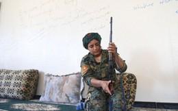 Nô lệ tình dục cầm súng thề chiến đấu chống lại IS