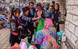 Chợ Sa Pa ngày càng nhiều hàng của dân bản địa