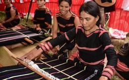 Dệt thổ cẩm kết hợp du lịch cộng đồng giúp nhiều phụ nữ Jơrai thay đổi cuộc sống