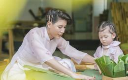 Trang Trần dạy con gái 3 tuổi gói bánh chưng để ôn lại ký ức ấu thơ