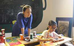 Bé gái 11 tuổi mở triển lãm nghệ thuật cùng cô giáo