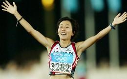 Cô Mizuki Noguchi là người Nhật Bản đầu tiên rước đuốc Olympic Tokyo