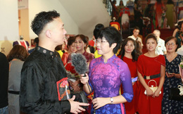 MC Thảo Vân lần đầu catwalk, duyên dáng dẫn chương trình 'Tự hào áo dài Việt'