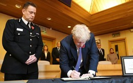 Thủ tướng Anh gửi lời chia buồn với gia đình 39 người tử nạn trong container