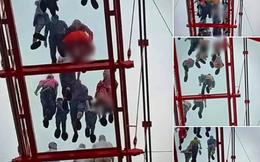 Du khách nữ lo sợ bị chụp lén khi đi trên cầu kính 5D tại Mộc Châu