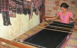 Làm rể làng Teng để được mặc đồ thổ cẩm do con gái H'rê dệt