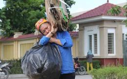 Người mẹ nghèo 7 năm nhặt ve chai chăm con trai liệt giường