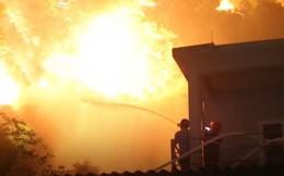 Cháy lớn ở rừng thông Hà Tĩnh, di dời khẩn cấp hơn 100 hộ dân