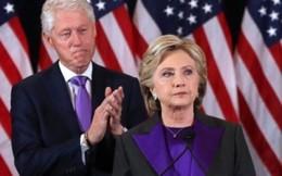 Vì sao bà Hillary mặc màu tím trong buổi phát biểu sau bầu cử
