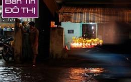 Người Sài Gòn cúng giải hạn trong... nước ngập