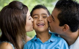 Nên hôn con trong suốt cuộc đời
