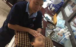 Vừa ngủ dậy bé 8 tuổi bị lệch mặt do liệt dây thần kinh