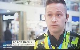 """Dở khóc dở cười khi cảnh sát bị bố mẹ đặt tên là """"Cướp Ngân Hàng"""""""