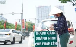 Chị em vất vả mưu sinh trên đường phố Hà Nội trong nắng nóng gần 40 độ C như đổ lửa