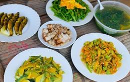 Mâm cơm chỉ 25-50k cho 4 người ăn và những khôn khéo trong co kéo chi tiêu