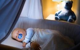 Chăm trẻ sơ sinh mà bật đèn ngủ cả đêm: Những tác hại không ngờ