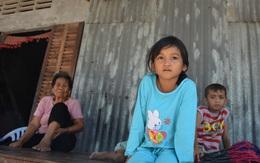 Cha, mẹ làm ăn xa: Nhiều mối nguy bủa vây con trẻ