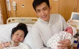 """Kelly Nguyễn khoe ảnh con trai mới sinh đã """"lườm nguýt"""" mọi người"""