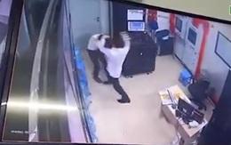 Hà Nội: Nữ bảo vệ chung cư bị đánh đập dã man ngay tại phòng trực