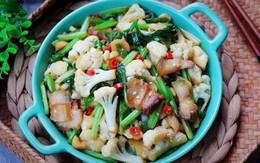 Xào súp lơ trắng bị khô, làm điều này món rau sẽ ngon mềm, không bị bở