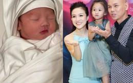 Vợ Phan Đinh Tùng sinh non, quý tử vừa chào đời đã làm bố phấn khích về dung mạo