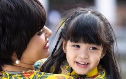 """MC Diễm Quỳnh bất chấp gian nan sinh con ở tuổi U50, """"công chúa nhỏ"""" giờ xinh xắn, nụ cười tỏa nắng"""