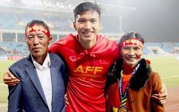 Bố mẹ Quang Hải, Văn Hậu, Đức Chinh dặn dò con điều gì trước trận quyết đấu với UAE?
