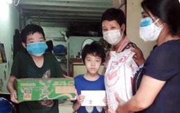 Hà Nội: Hội LHPN thăm và tặng quà người mẹ đơn thân bị mất việc do Covid-19, nuôi 3 con mắc bệnh