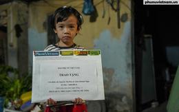 Những món quà sẻ chia với cô bé nghèo ước mơ làm bác sĩ