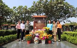 Đoàn công tác Hội LHPN Việt Nam viếng mộ nữ tướng Nguyễn Thị Định
