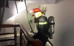 Giải cứu cụ bà 80 tuổi mắc kẹt trong căn nhà 2 tầng bốc cháy