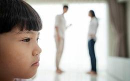 Đau đớn vì nhà chồng cũ nói xấu, muốn con xa lánh mẹ