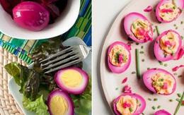 Nhuộm hồng cho trứng bằng màu từ loại củ quen thuộc để bữa sáng thêm lãng mạn