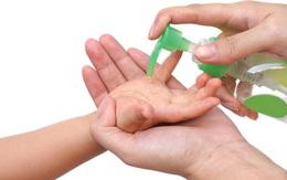 Bác sĩ hướng dẫn 5 bước làm sạch tay bằng nước rửa tay khô đúng cách
