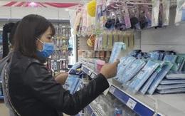 Hà Nội: Người dân tiếp tục xếp hàng dài chờ mua khẩu trang phòng dịch